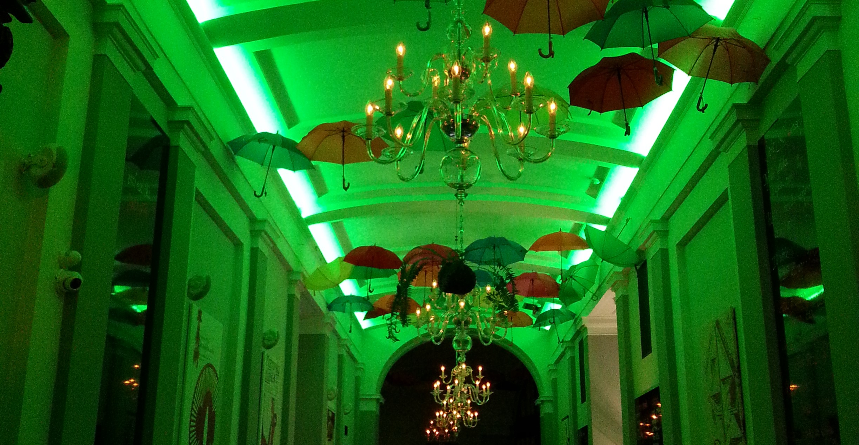 meni_barvy_automat_ovladani_vecerni_osvetleni_atmosfera_restaurace_luxusni_krasné_LED_usporne_osvetlení_dostupne