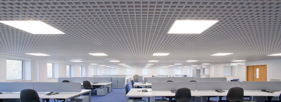usporne_osvetleni_kancelare_moderni_LED_svetlo