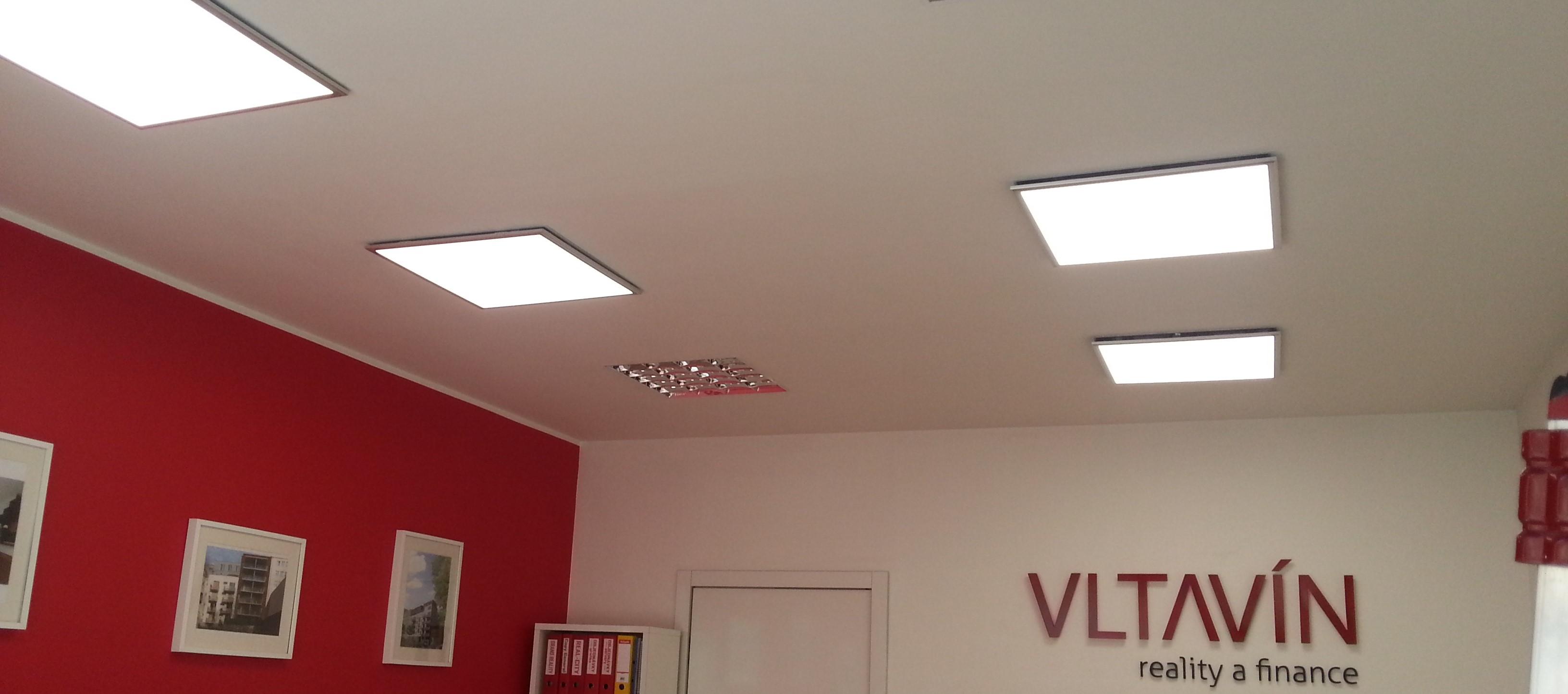 LED-osvetleni_realitni_kancelar_doporucena_intenzita_barva_pro_praci_poradit_s_vyberem_doporucit_LED-panel_stropni_ctverec_jak_povesit_svetlo_do_podhledu_sadrokartonu