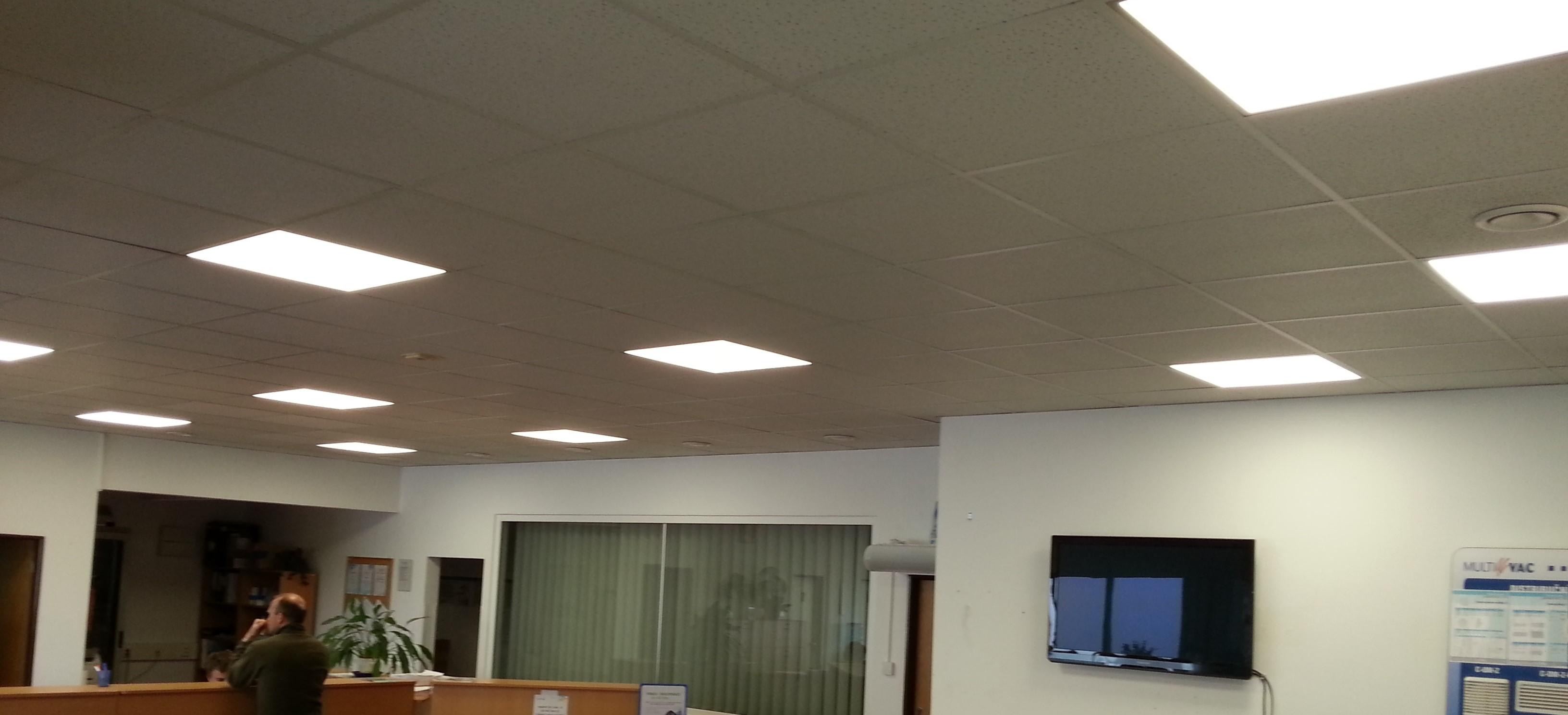 LED_panel_snadna_montaz_atipicky_rozmer_62x62_levne_kvalitni_rychla_montaz_poradit_ukazky