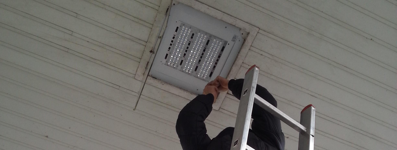 montaz_LED_svitidel_na_pumpu_nad_cerpaci_stojany_levna_instalace_objednat_osvetleni_praha_toplux
